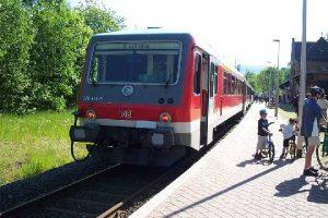 Die Rhönbahn am Bahnhof von Gersfeld